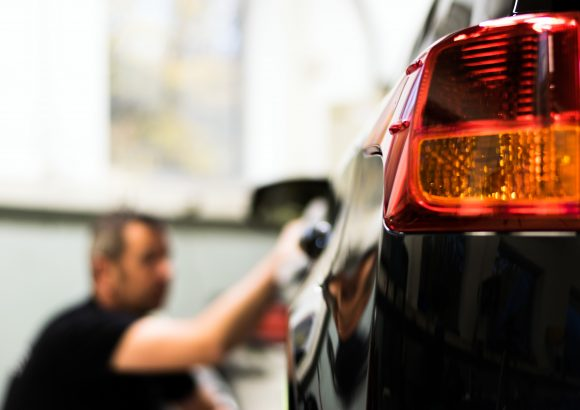 Почистване и пастиране на автомобили